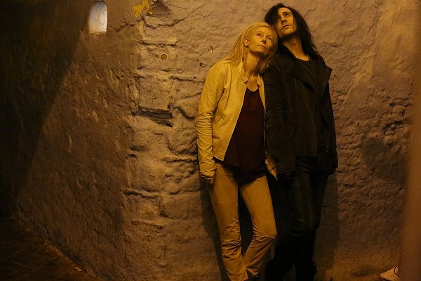 Tilda Swinton and Tom Hiddleston are the ONLY LOVERS LEFT ALIVE.