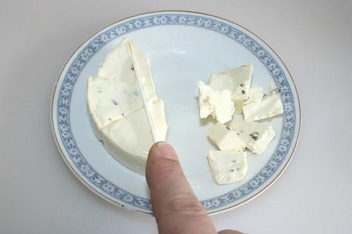 32 - Schmelzkäse zerkleinern / Mince cheese spread