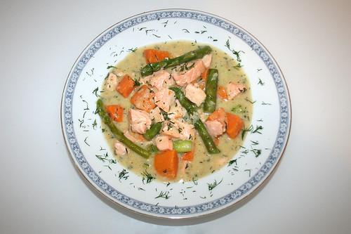 50 - Lachs-Spargel-Topf mit Süßkartoffeln - serviert / Salmon asparagus stew with yams - served