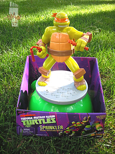 IMPERIAL TOY LLC. :: Nickelodeon TEENAGE MUTANT NINJA TURTLES :: SPRINKLER i (( 2013 ))