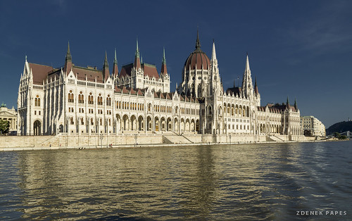 Parliament by Zdenek Papes