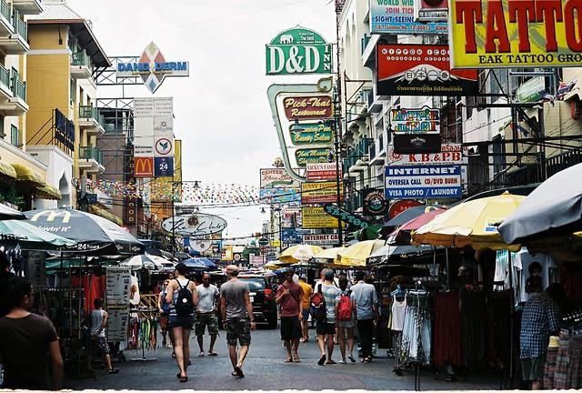 Khao San Road - Flickr CC aaronvandorn