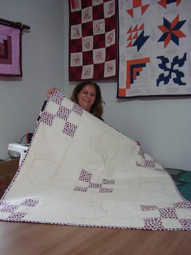 Aline Tavares com sua toalha de chá feita a mão...parabéns by Maringá Patchwork by Ruth Urbinati