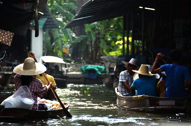 Mercado flotante de Damnoen Saduak en Tailandia