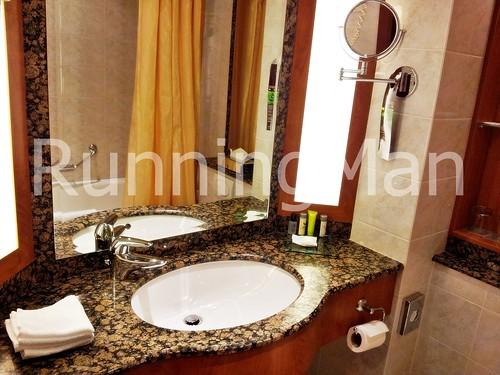 Renaissance Olympic Hotel 03 - Bathroom