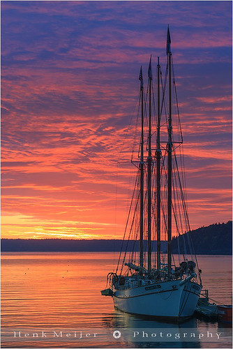 morning red sky orange usa cloud water clouds sunrise canon landscape island boat mood ship unitedstates desert newengland peaceful tranquility mount serene schooner meijer margarettodd henk barharbor floydian canoneos1dsmarkiii islandacadia