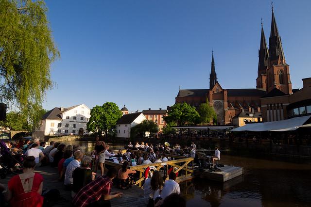 Uppsala Blåsarsifonietta, musik på Fyrisån