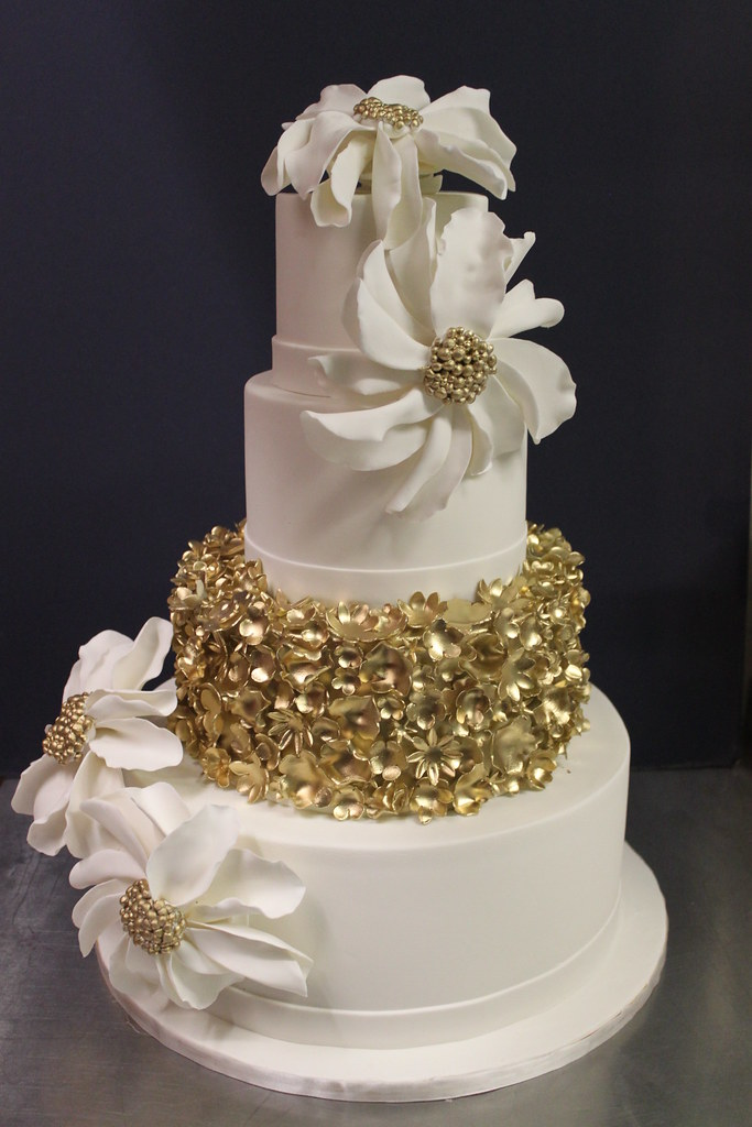 Gallery For Gt White And Gold Wedding Cakes