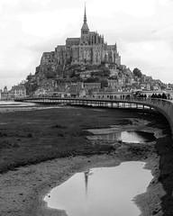 Mont St. Michel #landscapephotography #montsantmichel #landscape_captures #reflejosenelagua #leica #bw #blackandwhite #blancoynegro #vacaciones #france