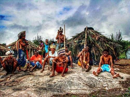 Foto: Deninho Ferreira  Dia 18 de abril, o dia do índio. Tribo indígena Kalancó é descendente dos Kariri, sua localização na zona rural de Água Branca sertão Alagoano. #indio #diadoindio #indigena #kalanco #sertão #alagoas #aguabranca #doc #documentario #