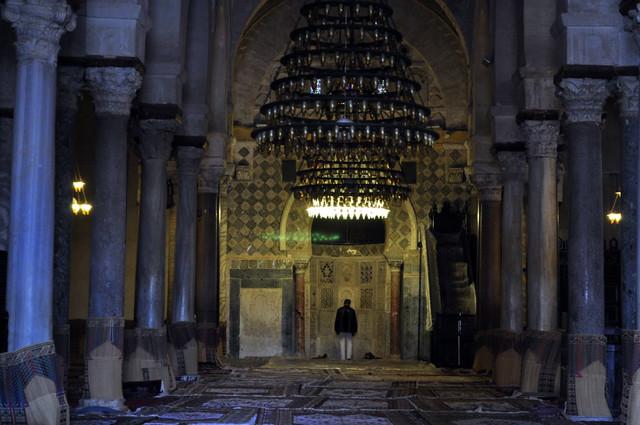 Interior de la Gran Mezquita de Kairouan Kairouan, la cuarta ciudad más santa de la fe musulmana - 13941853439 aa28e0caa8 z - Kairouan, la cuarta ciudad más santa de la fe musulmana