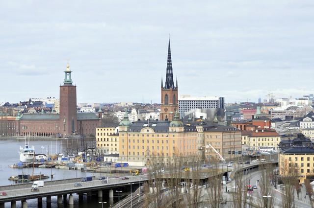 Riddarholmen con el Ayuntamiento de Estocolmo al fondo qué hacer en estocolmo - 14036163397 1e26809084 z - Qué hacer en Estocolmo para sentir Suecia