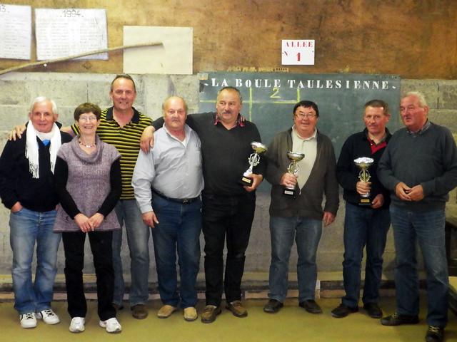 26/04/2014 - Taulé : Les finalistes du concours de boules plombées en triplettes formées