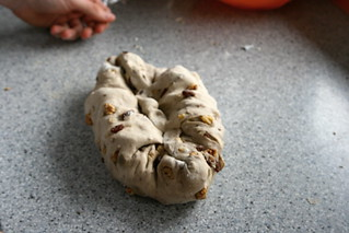 Pan de cebada con pasas y nueces.