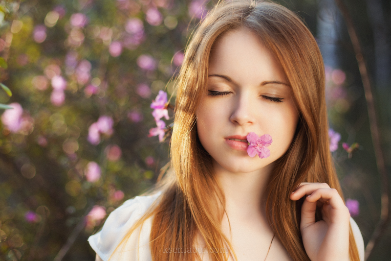 Фотосессия девушки на природе, фотосъемка с цветами, фотосессия в парке, фотограф Новосибирск, профессиональный фотограф