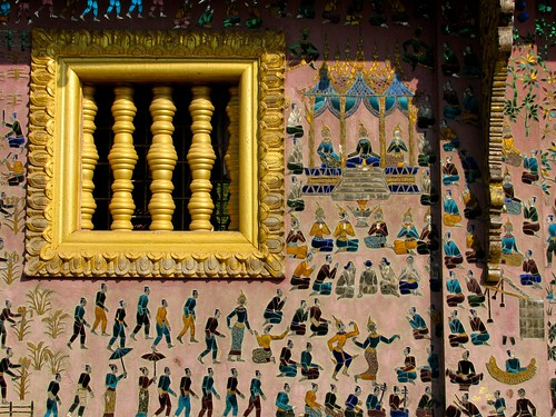 Detalle exterior de decoración en el Wat Xieng Thong