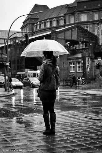 Hamburg rain street photography - Fuji X100S