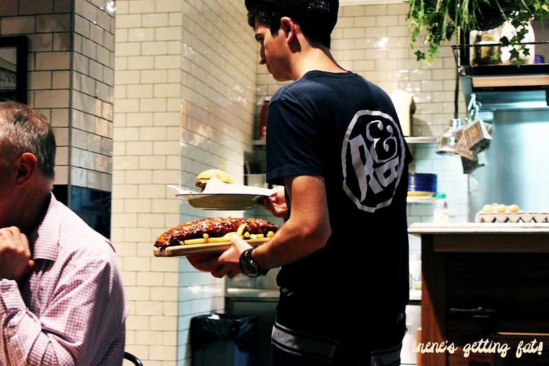 ribsburgers-serving