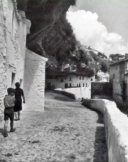 """""""Casas bajo las rocas en Setenil"""". Foto: NICOLAS MULLER. Más información en http://bit.ly/1pnQFig"""