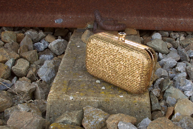 GLITTERY GOLD 3