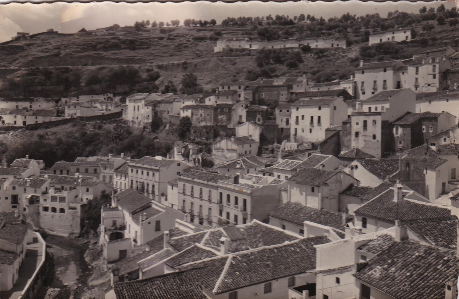Imagen de Setenil desde El Lizón. Publicada en 1968 por Editorial Aribas