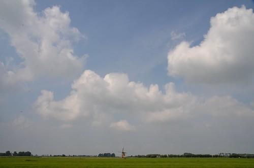 Friesland juli 2014 (111) Klaarkampstermeermolen aan de horizon