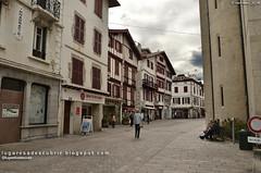 Rues de Saint-Jean-de-Luz (Aquitaine, France)