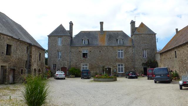 158 L'ancien prieuré bénédictin de Saint-Germain-sur-Ay