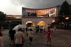 2014年の東京競馬場花火大会はゲリラ豪雨でもJRA60周年の執念で見事に打ち上がりました