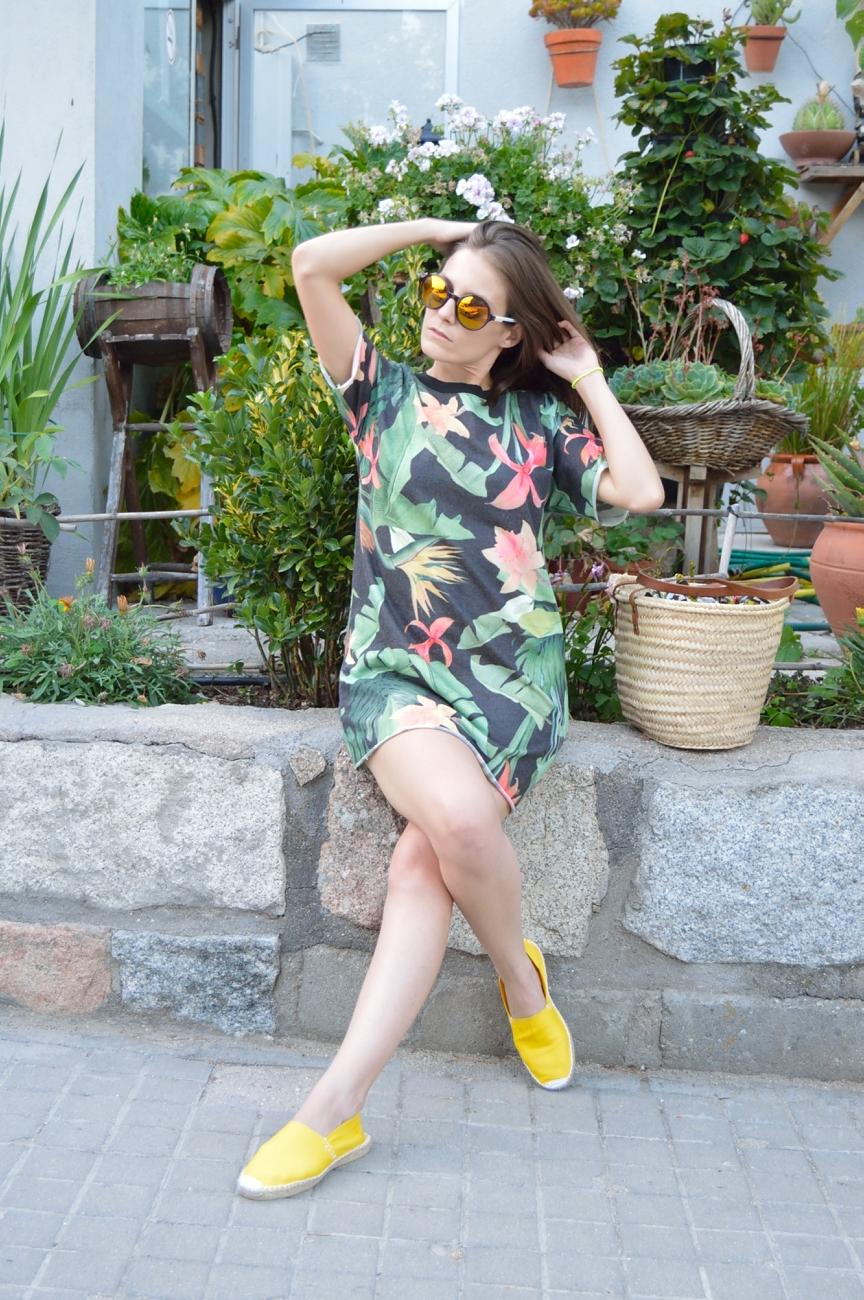 lara-vazquez-mad-lula-fasion-tropical-dress