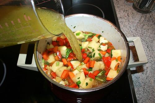 26 - Mit Gemüsebrühe aufgießen /Pour on vegetable stock