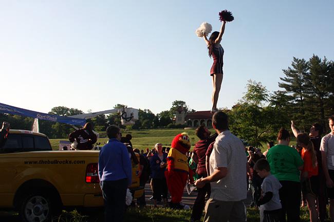 Cheerleader-and-Start-Line