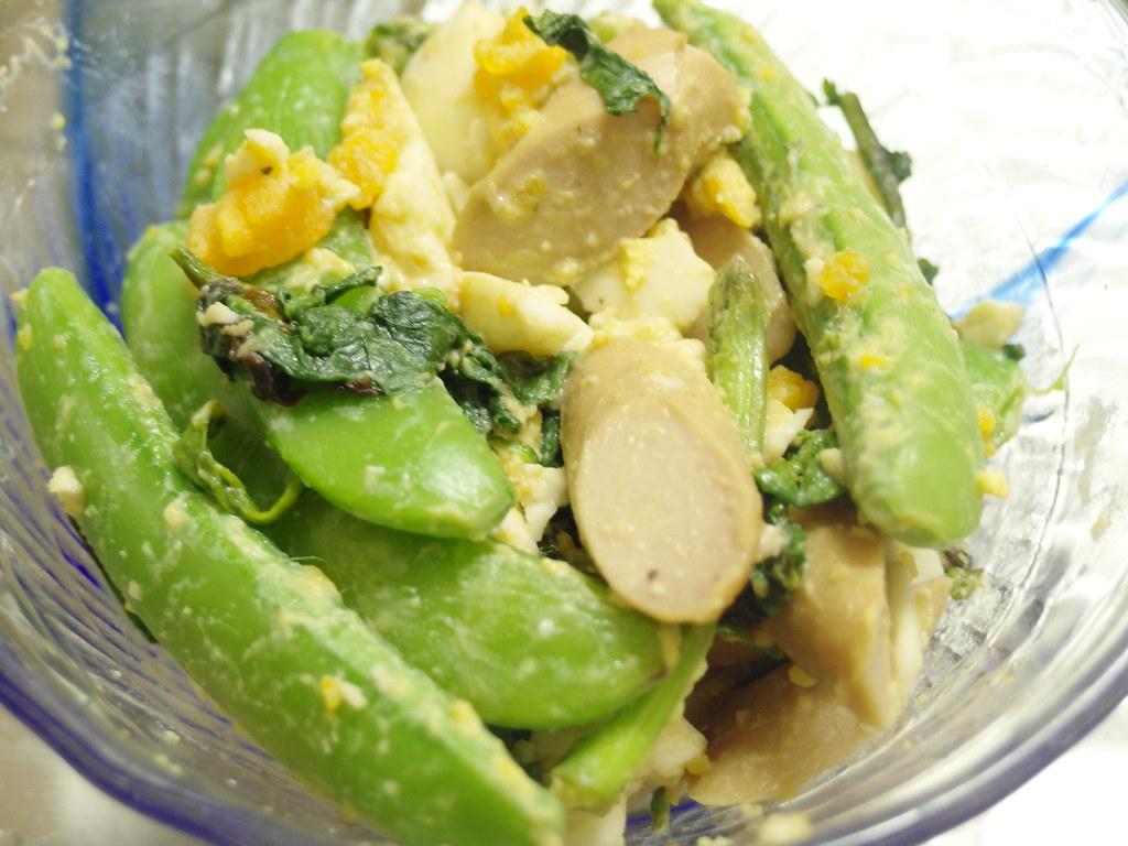 サラダ スナップ とソーセージのサラダ