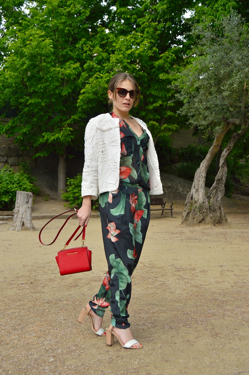 lara-vazquez-madlulablog-style-fashion-streetstyle-red-color-jumpsuit