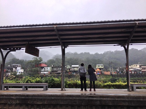 A couple waiting on the platform at Shifen Station.