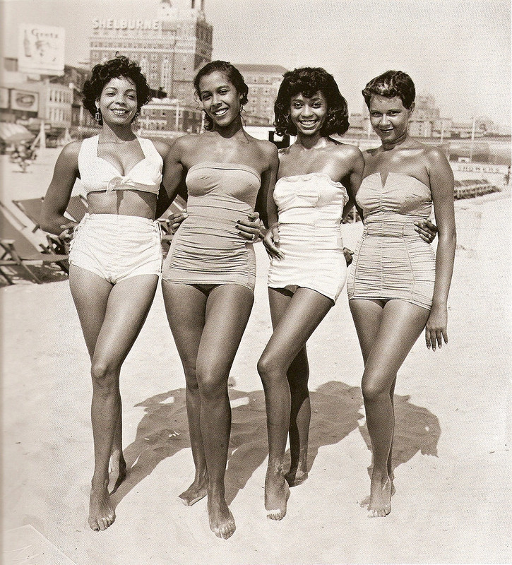 vintage-beach-ladies