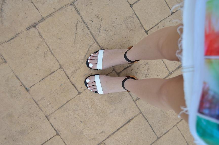 lara-vazquez-madlula-blog-details-sandals-white