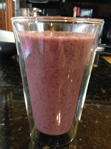 IMG_2671 Blueberry, celery, apple, fresh ginger and ginger aid smoothie
