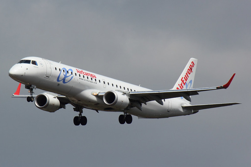 Air Europa - E195 - EC-LKM (1)