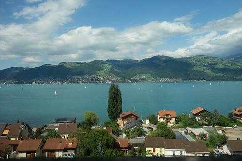 瑞士人極為珍惜自然資源,即使靠近市區,蘇黎世湖依然清澈,市民風帆也自在徜徉