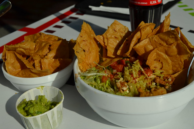 Best Mexican Food in Berlin_Dolores_burrito bowl chips guacamole