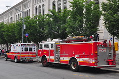 FDNY EMS Haztec Ambulance 297 17 Zebra & Metropolitan Fire Engine 62