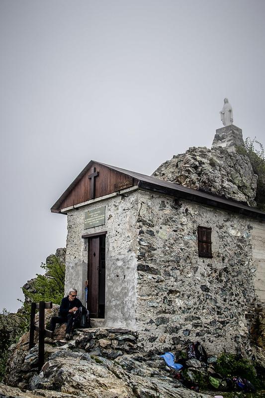 Rocca Sella e la sua chiesetta, nuvole ovunque