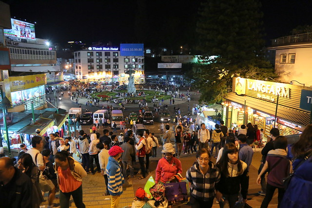 "Da Lat city centre becomes ""Hell Market"" - a night market so named because it once had no lighting"