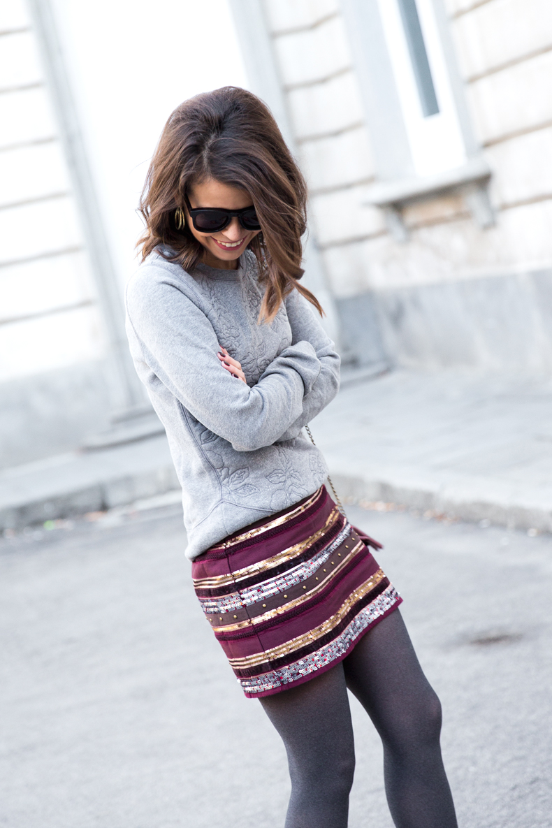 Abercrombie-Embroidered_Skirt-Sweatshirt_Grey-Outfit-Street_Style-Collagevintage-28