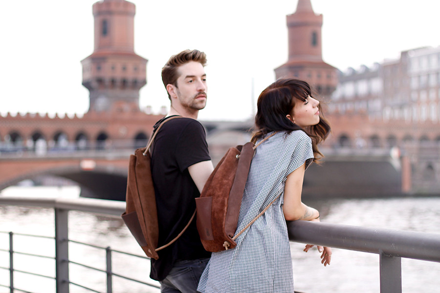 Hevan Berlin backpack couple shooting Berlin Kreuzberg cute story fashion men girl boy nautical river fashion blogger CATS & DOGS Ricarda Schernus 3