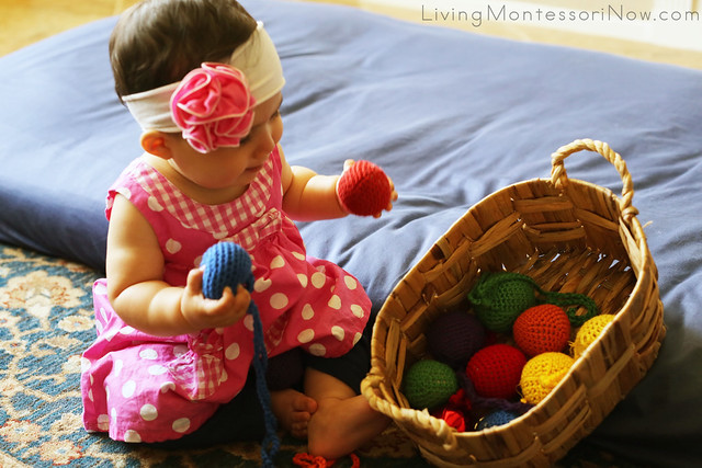 Spielgaben Yarn Balls in a Ball Treasure Basket for Babies
