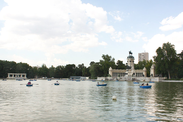 retiro park pond madrid