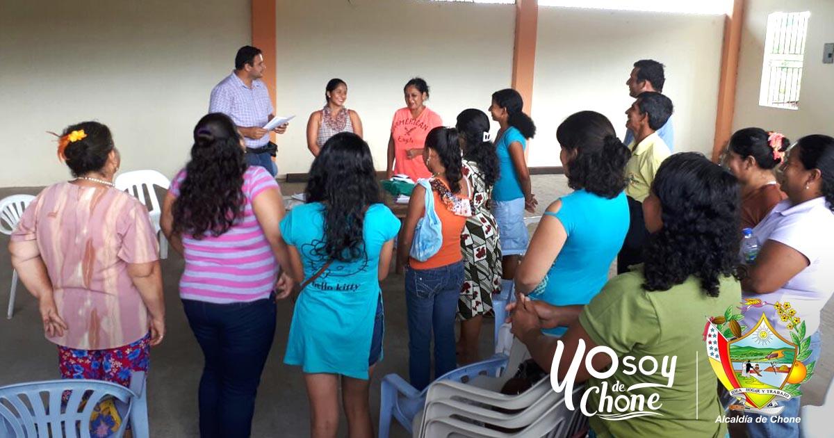 Alcaldía de Chone entregó vida jurídica Asociación Apícola de Menos Pensado