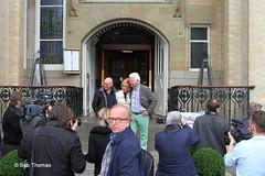 Sjoerd, Joke en Gerard voor de ingang van hotel American